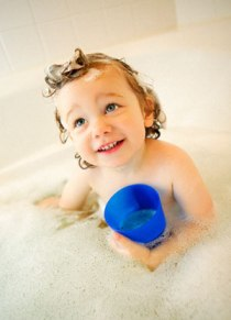 Use Natural Baby shampoos That Are Free From Harmful Chemicals For Baby&#8217;s Beautiful Hair!