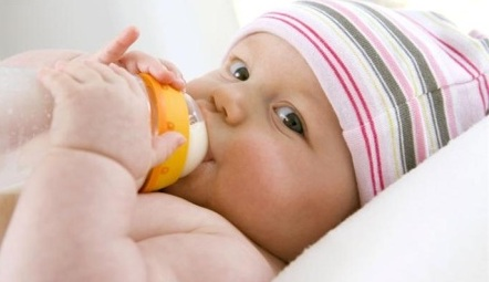 How Much Milk Should a Newborn Drink