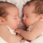 manage sleep schedule of twin babies