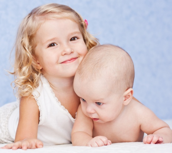 help toddlers bond with new baby siblings